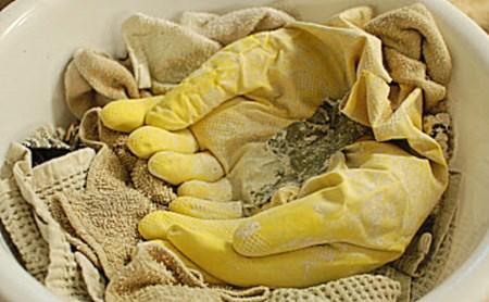 Из резиновых перчаток