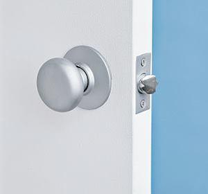 Дверь хлопает