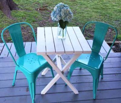 Самодельный столик на террасе
