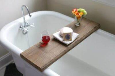 Удобный столик в ванной