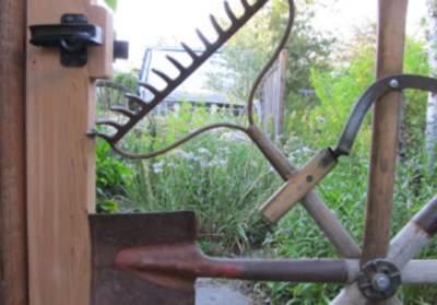 Старый садовый инструмент